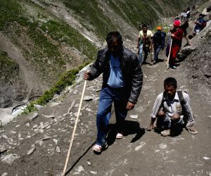 Yatra resumes, 548 pilgrims leave for Amarnath