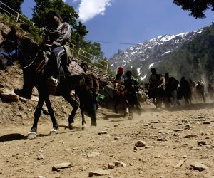 Over 4,000 pilgrims leave Jammu for Amarnath Yatra