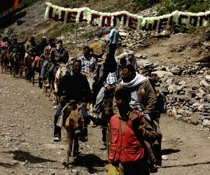 Amarnath Yatra resumes after day's suspension
