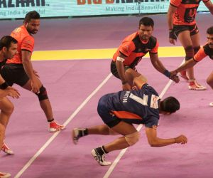 Kabbadi match between Bengal Warriors and Mumbai