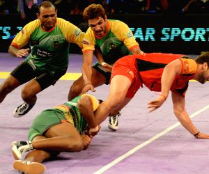 Pro-Kabaddi League - Patna Pirates vs Bengaluru Bulls