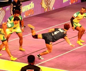Pro Kabaddi League 2016 - Bengal Warriors vs Patna Pirates