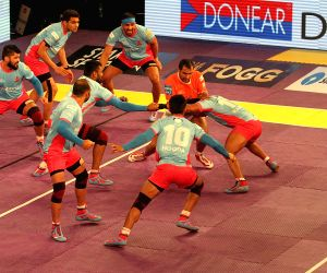 Pro Kabaddi League 2016 - Puneri Paltan vs Jaipur Pink Panthers - Abhishek Bachchan