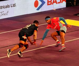 Pro Kabaddi - Bengal Warriors vs Jaipur Pink Panther
