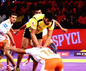 Pro Kabaddi League - Telugu Titans vs Puneri Paltan