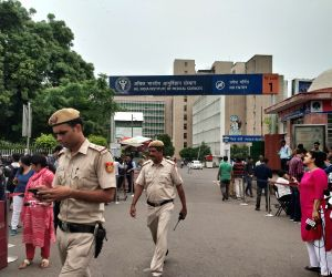 Police personnel and media persons outside All India Institute of Medical Sciences (AIIMS) where Former Finance Minister and senior BJP leader Arun Jaitely passed away after prolonged ...