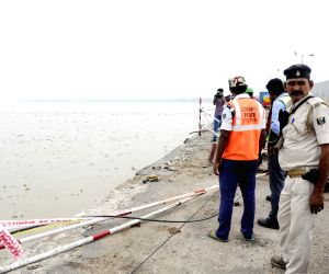 Patna: Car falls into Ganga, rescue operations underway