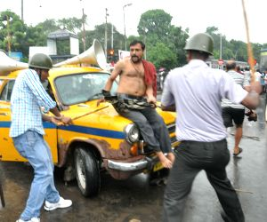 Lathi charge on taxi drivers