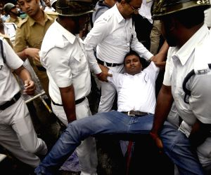 Chhatra Parishad demonstration against Central Government
