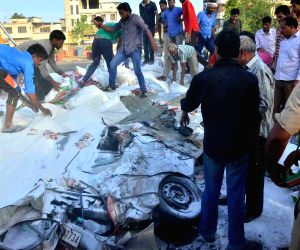 5 killed as truck falls on car in Jaipur