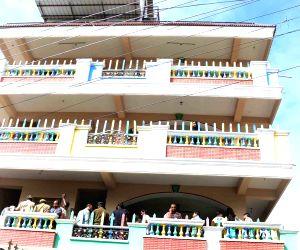 Girl stuck in Hyderabad school lift dies