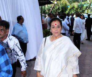 Poonam Sinha, wife of actor-turned-politician Shatrughan Sinha arrives at the prayer meet organised for late veteran action director Veeru Devgan, in Mumbai, on May 30, 2019.