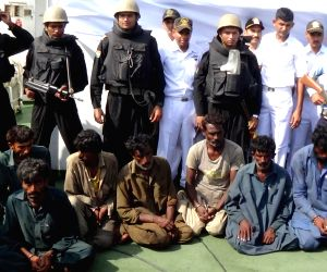 Porbandar : Pakistani nationals arrested with drugs by Navy
