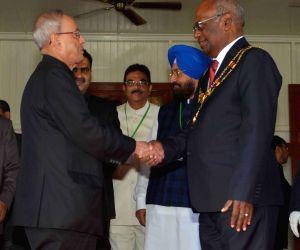 : Port Moresby (Papua New Guinea): President Mukherjee meets Governor General of Papua New Guinea