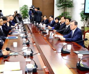 President Moon Jae-in meets chief advisers over inter-Korean summit