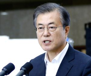 Moon urges stepped-up efforts to remove excessive regulations