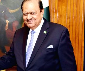 President asks foreigners to invest in Pakistan