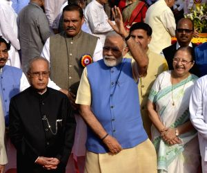 President, Modi pay tribute to Ambedkar