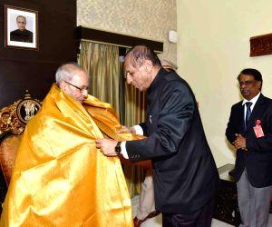 President Mukherjee felicitated by Telangana Governor Narasimhan