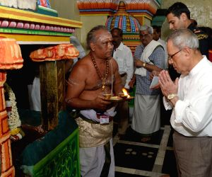 President Pranab Mukherjee visits Punnainallur Mariamman temple