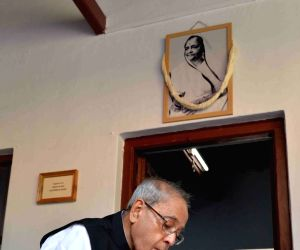 President Mukherjee during inauguration of Archives and Research Centre at Sabarmati Ashram