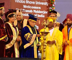 President Mukherjee at the 7th Convocation of Vinoba Bhave University