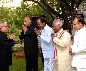 Pranab Mukherjee hosting a reception at Rashtrapati Nilayam