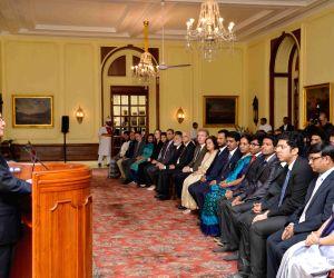"Pranab Mukherjee meets the winners of ""Innovate for Digital India Challenge"