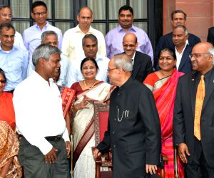 President meets alumni of Indian Statistical Institute
