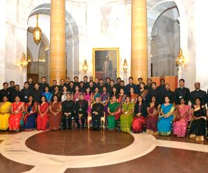 Officer Trainees from LBSNAA meet President Mukherjee