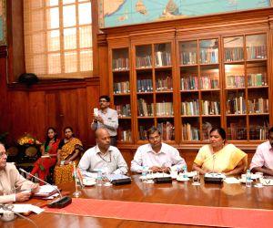 President Mukherjee meets teachers attending n-residence programme at Rashtrapati Bhavan