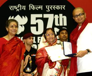 """President Pratibha Patil presenting the  the Best Direction award to Rituparno Ghosh for his film """"Abohomaan""""   at the 57th National Films Awards, also in picture as I & B Minister Ambika Soni , in New Delhi on Friday."""