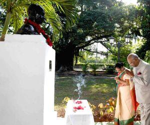 President Ram Nath Kovind and his wife Savita Kovind pay tributes to Mahatma Gandhi during their visit to the  Mahatma Gandhi Monument in Havana, Cuba on June 22, 2018.