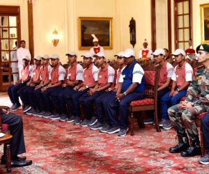 students from Chirang district of Assam meets President Kovind