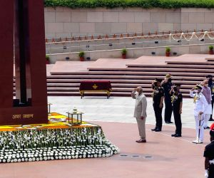 President Kovind pays homage at the National War Memorial on 74th Independence Day