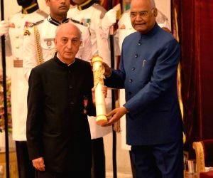 President Ram Nath Kovind presents Padma Bhushan to retired IAS officer and Former Comptroller and Auditor General of India Vijay Krishan Shunglu for Civil Service during Civil Investiture ...