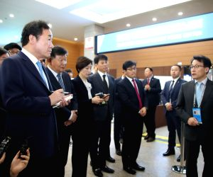 PM tours press center for inter-Korean summit
