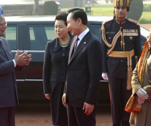 Prime Minister Manmohan Singh and visiting South Korean President Lee Myung-Bak  having a talk as president Pratibha Patil and south Korean first lady look on during the ceremonial welcome at the Rashtrapati Bhavan in New Delhi on Monday.