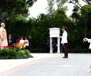 PM Modi accorded ceremonial welcome at Singapore