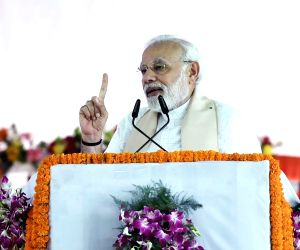 Modi accuses Congress of shedding crocodile tears for farmers