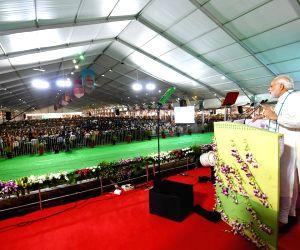 Modi accuses Congress of ignoring cities