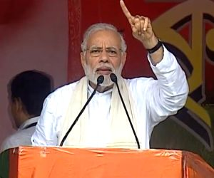 20 injured as canopy collapses during Modi's Bengal rally