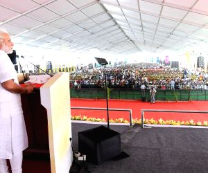 PM Modi during a public meeting