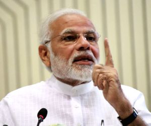 Government ready to discuss any issue in house: Modi