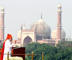 Modi reaches out to honest tax payer in I-Day address