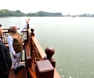 Wuhan (China): Modi, Xi hold talks inside houseboat