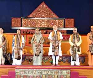 Modi, Hasina discuss bilateral issues, security at Santiniketan meet