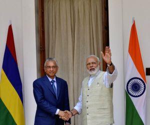Modi meets Mauritian PM