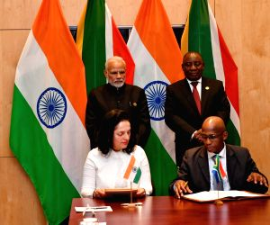 Johannesburg (South Africa): Narendra Modi, South African President witnesses the signing of MoUs