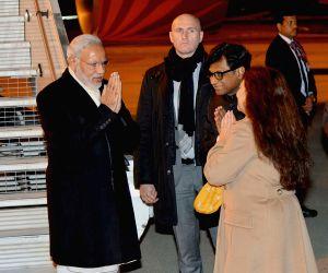 Paris : PM Modi arrives in Paris to attend CoP 21 climate summit